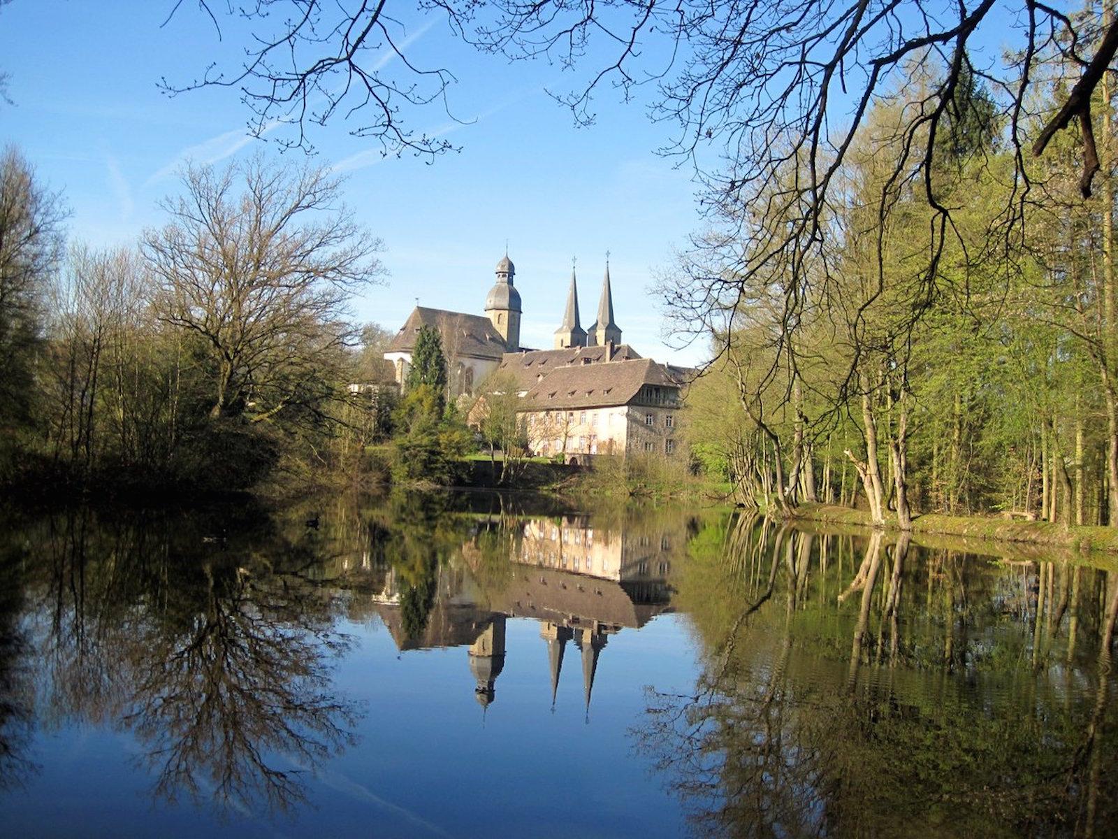 Abtei mit See